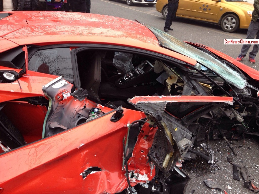 more photos of the lamborghini aventador crash in china