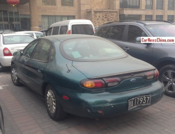 ford-taurus-china-green-3