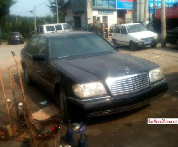 Spotted in China: W140 Mercedes-Benz S600 on a truck market