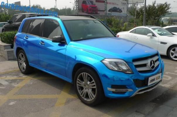 Mercedes-Benz GLK is shiny blue in China