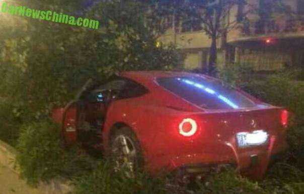 ferrari-f12-crash-china-1-tree-2