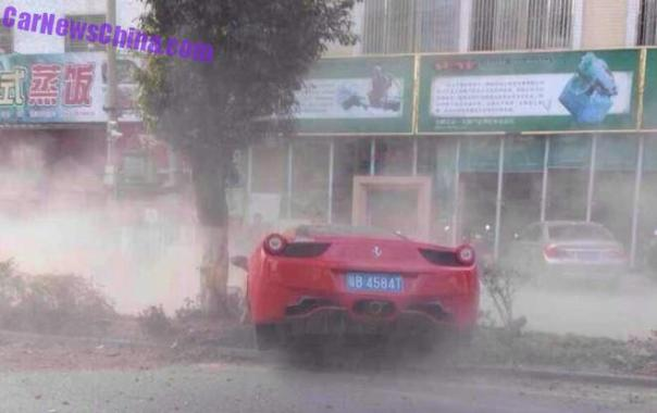 ferrari-458-crash-china-tree-5