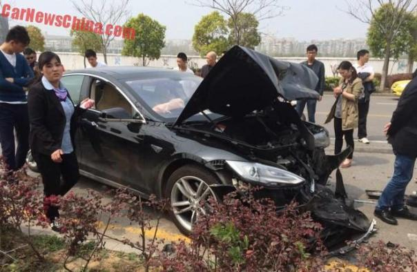 Tesla Model S hits a Mazda 6 sedan during Test Drive in China