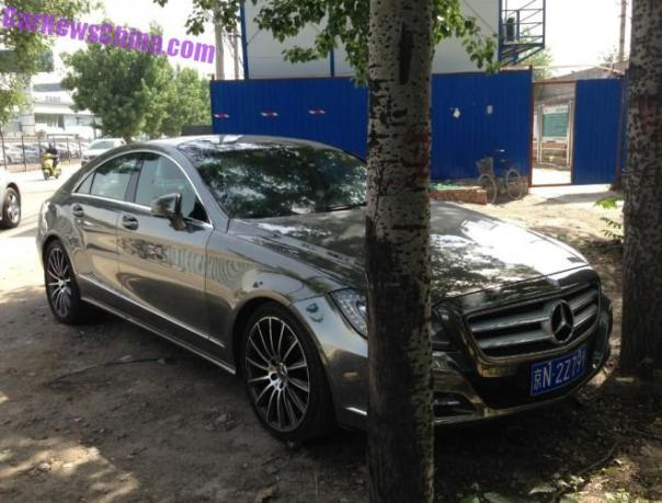 Mercedes-Benz CLS300 is shiny metallic chrome in China