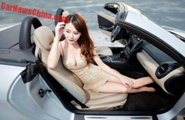 china-car-girls-sporty-car-1