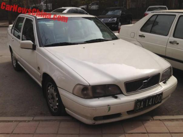 Spotted in China: Volvo S70 T5 sedan in white