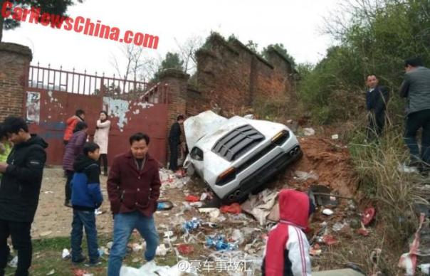 Lamborghini Huracan Crashes Into Trash Pile In China
