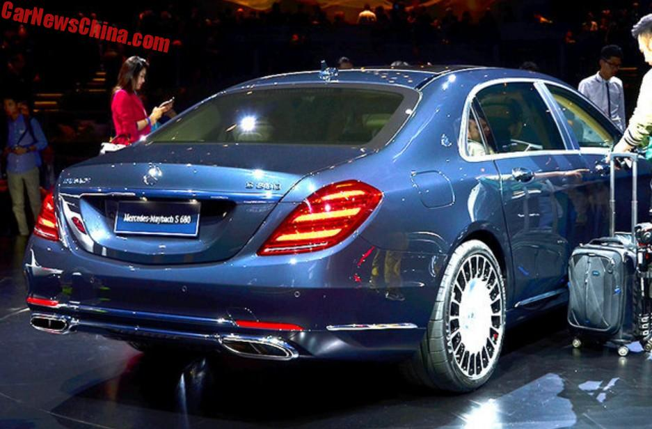 2018 maybach s680. unique maybach new rear lights and shiny pipe tips they are oval with a divider in the  middle so it really has four pipes on 2018 maybach s680