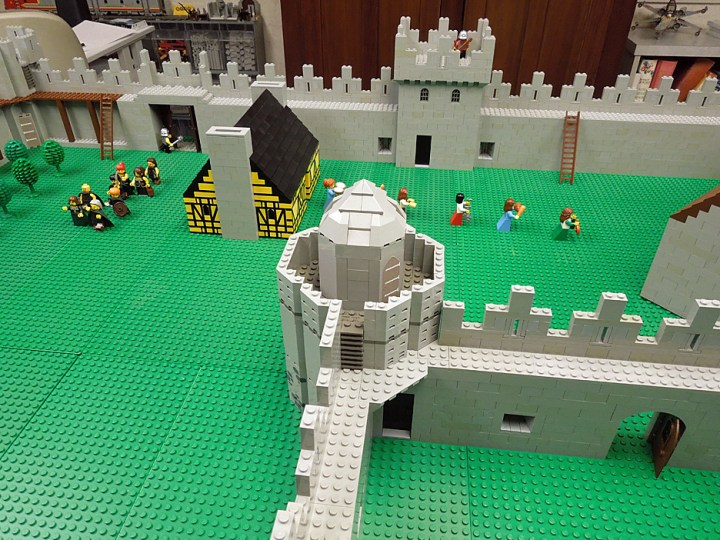 Curtain Wall Castle With Round Towers Disadvantages Gopelling Net