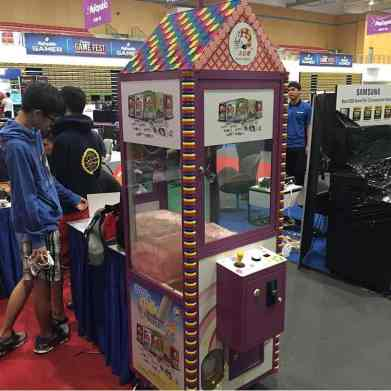 chocolate-candy-claw-arcade-rental