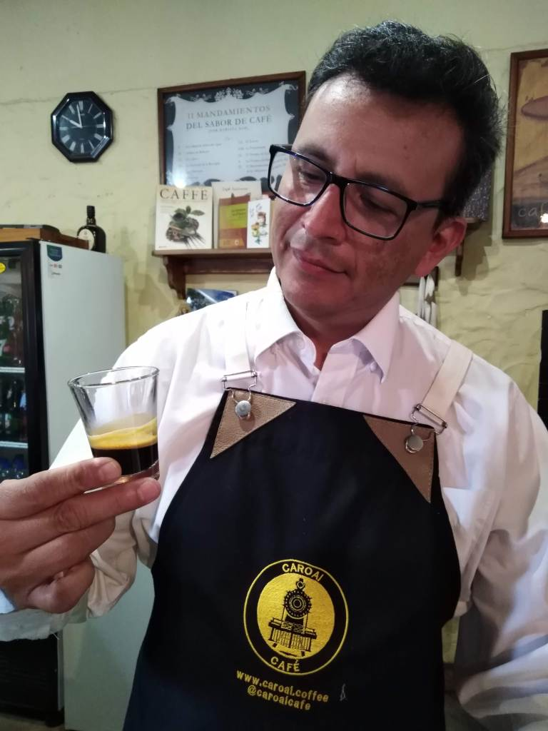 Evaluación de un espresso por parte del barista