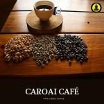 Muestra de café en taza y en pergamino, café verde y y en grano tostado en Caroai Café