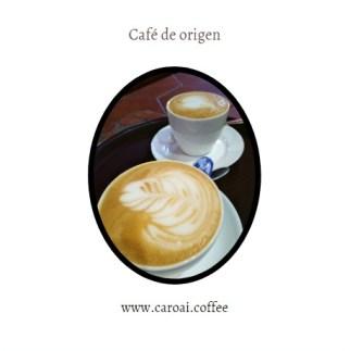 Cappuccinos elaborados con máquinas de espresso.