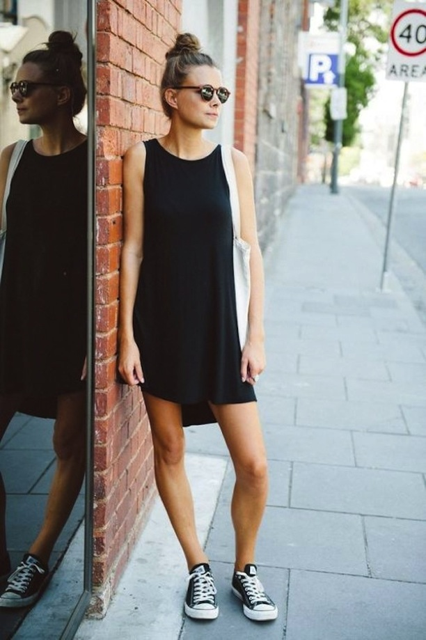 STREET-STYLE-EASY-BLACK-DRESS-CONVERSE-2