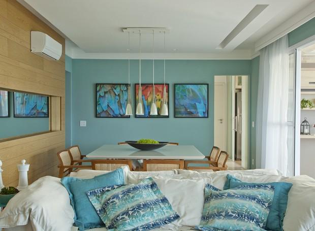 sala-sofa-branco-almofadas-verde