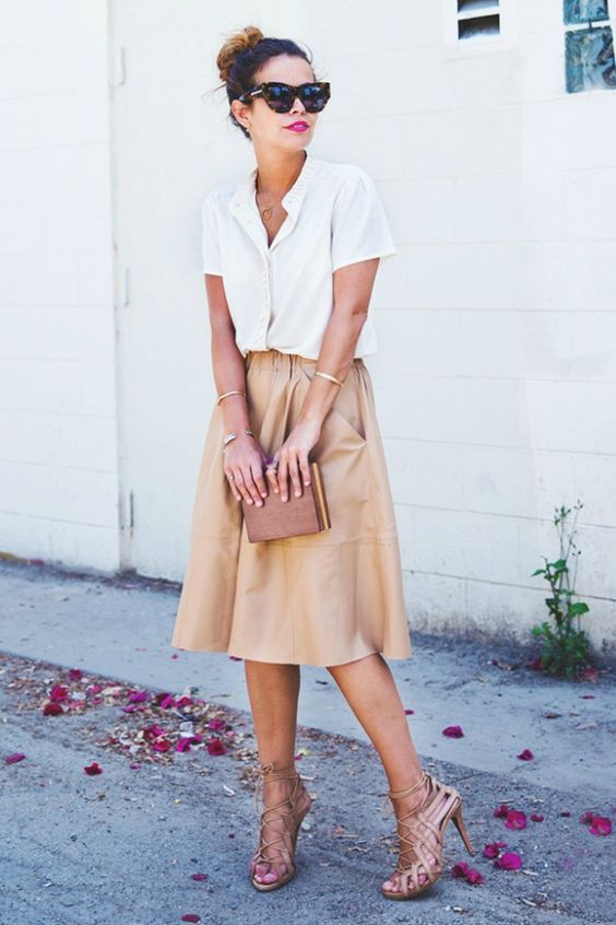 look street style com camisa branca de manga curta