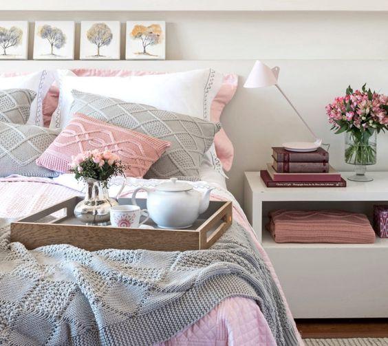 roupa de cama nos tons cinza e rosa