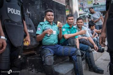 Vor dem Büro der Oppositionspartei BNP ist es ruhig. Die Polizisten sind entspannt.