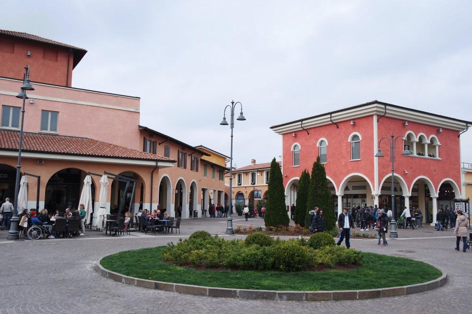 Mantova Outlet Village: occasioni per tutti! - Carolina Milani