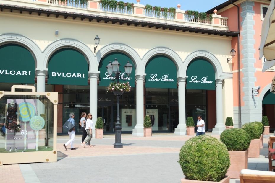 Serravalle designer outlet (2)