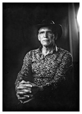 Evert Jan: 'Ik draag de hoed van mijn overleden schoonvader. Eerst droeg ik zijn jas, maar die was me eigenlijk veel te groot. Mijn kinderen vonden dat geen gezicht. Nu draag ik dus zijn hoed, en daarmee probeer ik mijn schoonvader dichtbij te houden. De hoed wordt wel steeds meer van mij.'