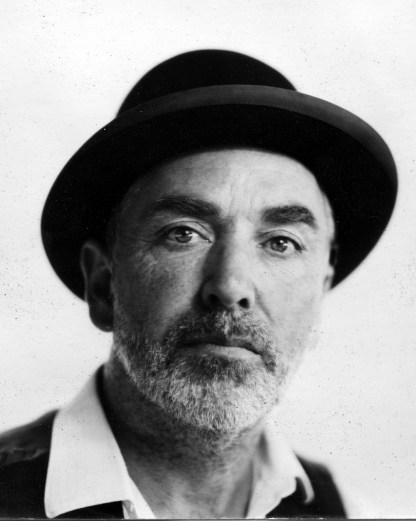 Arjan Verschoor: 'De hoed hoort bij mijn werkkleding. Ik draag hem als ik met mijn oude houten camera aan het werk ben.'