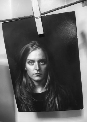 Portret gemaakt op Noorderzon 2019. [Houten platencamera, direct positive paper]