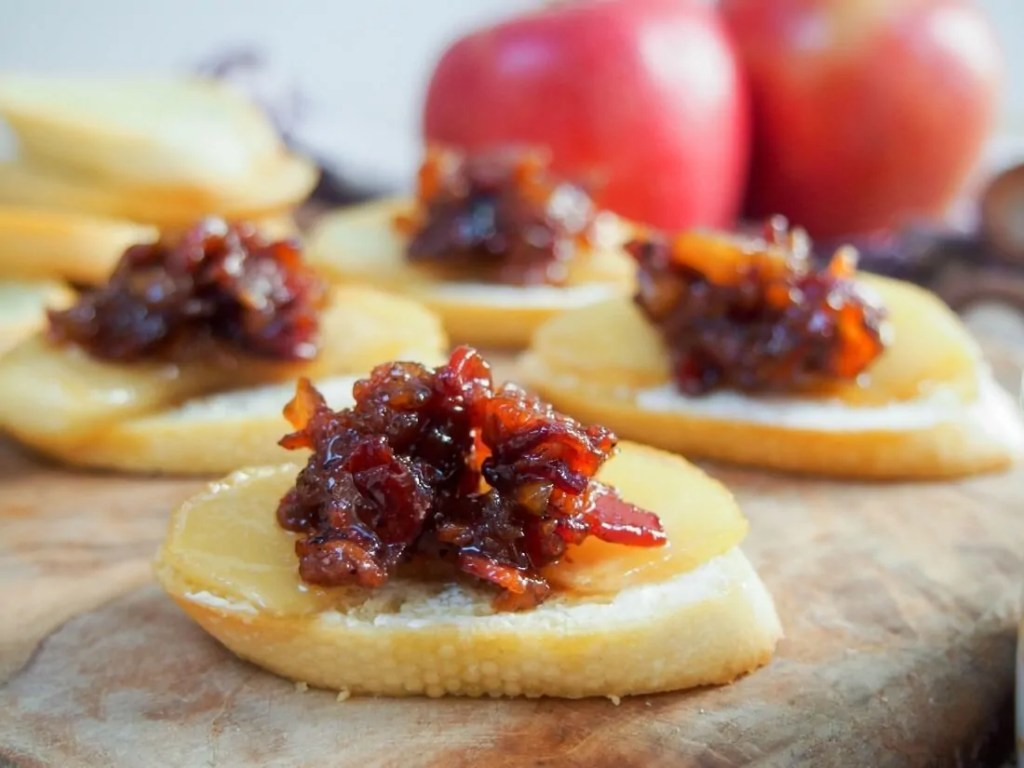Caramelized apple and bacon jam crostini #appleweek