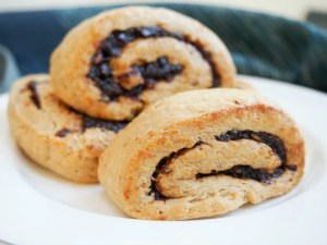 kleicha (Iraqi date cookies)