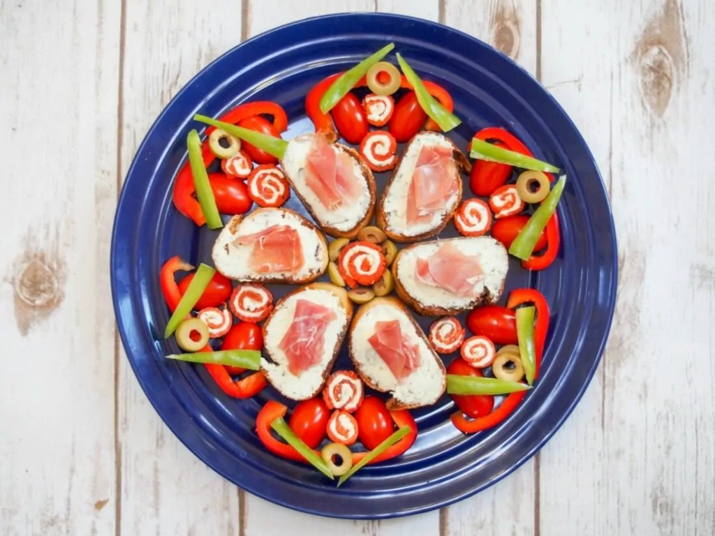Smoked salmon pinwheels & prosciutto crostini