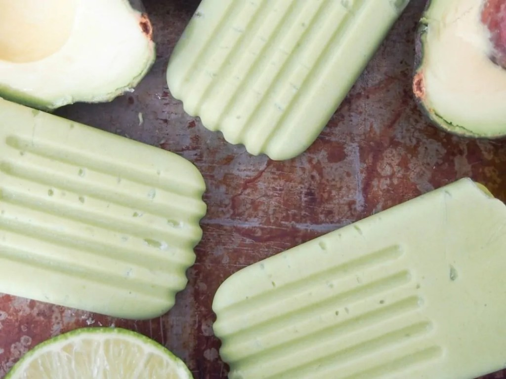 Avocado paletas (Mexican avocado ice pops) #MexicanRecipes