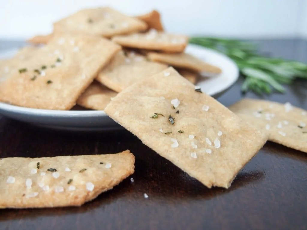 Whole wheat olive oil crackers #BackToSchoolRecipes