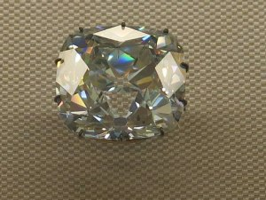 Diamant_le_Régent_Louvre-300x225 Art Highlighting Historical