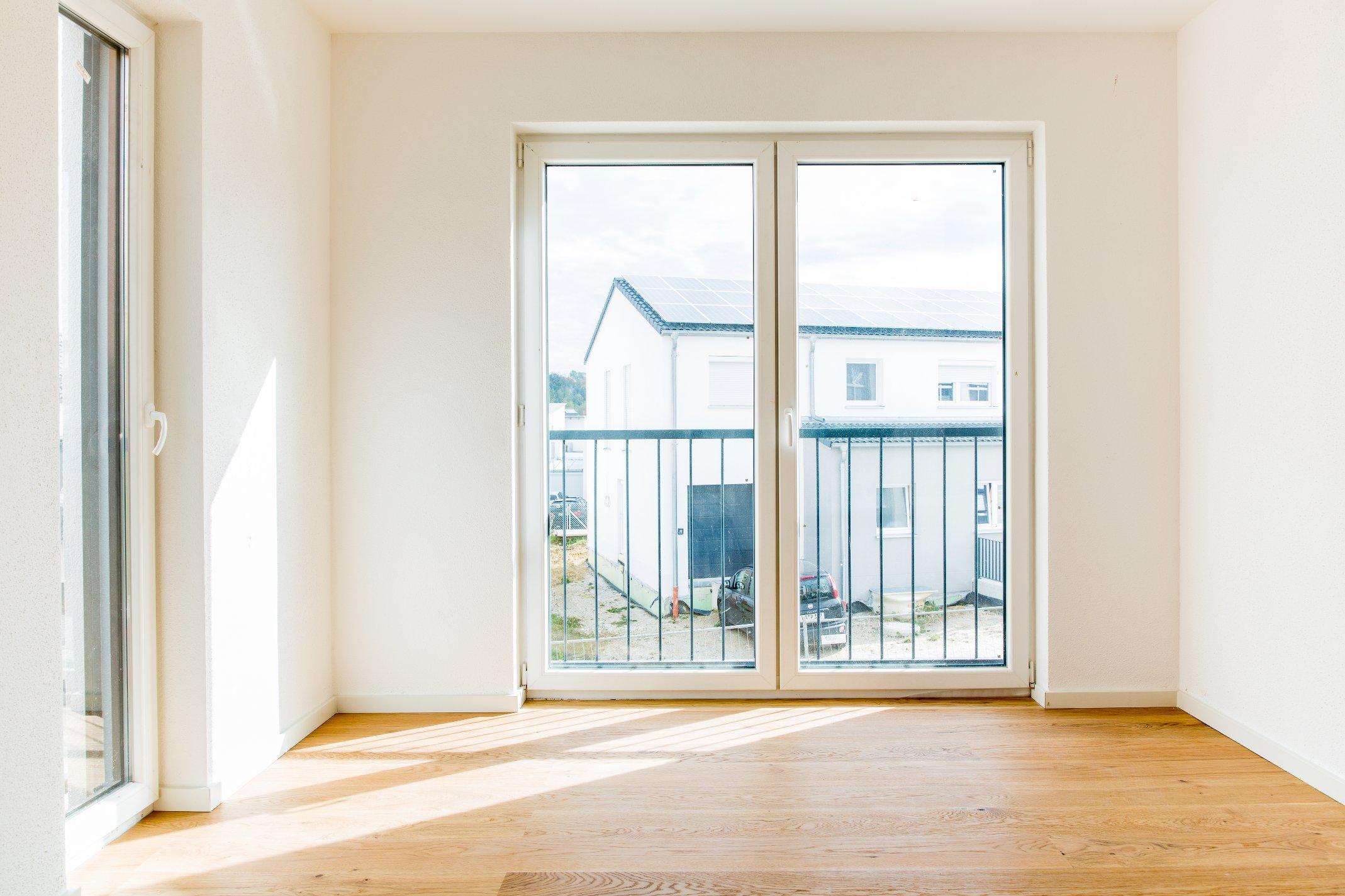 Schönes helles Zimmer mit Balkon