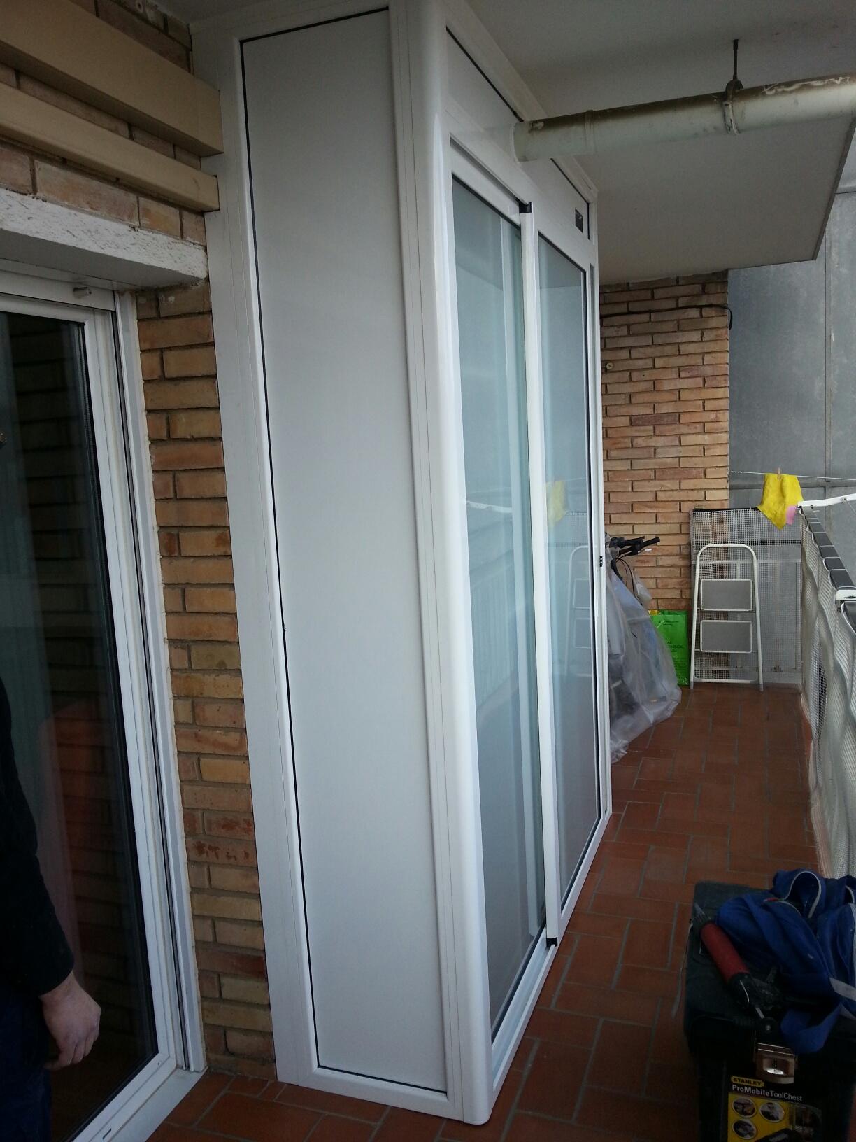 Armario de exterior lacado blanco en Barcelona  Carpintera de Aluminio Barcelona