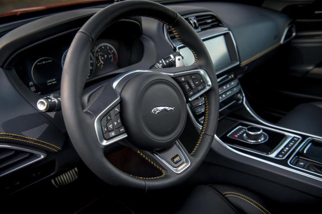 Apple Carplay Coming To 2019 Jaguar And Land Rover Models Carplay