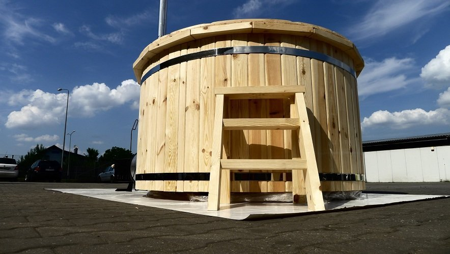 log fired Pine Hot Tub 1.8m