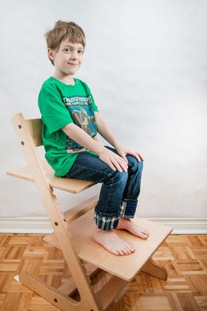 Charles, 5 ans et demi, et la chaise Petit géant