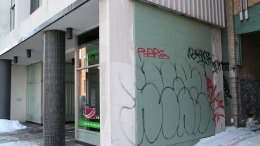 Graffitis sur un commerce