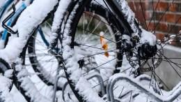 Roue de vélo enneigé