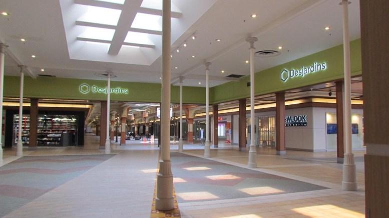Vue intérieure du centre commercial Fleur de Lys
