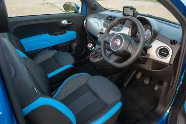 Fiat 500 S cabin