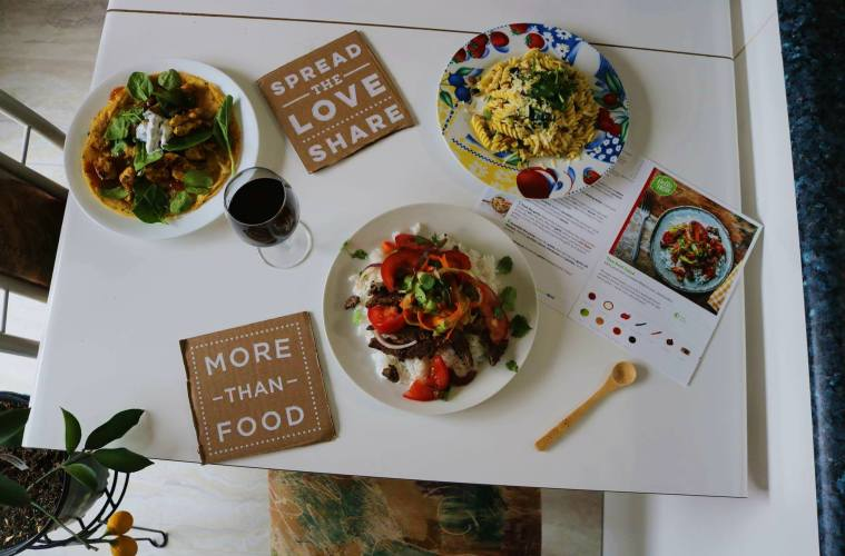 3 recipes1 box filled with fresh food delivered right to your 3 recipes1 box filled with fresh food delivered right to your house hellofresh box review forumfinder Choice Image