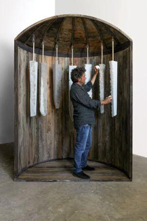Vito Maiullari, Risonanze, 2014, installazione cm 180x90xh250, legno, ferro, pietra calcarea, canne indiane, laptop, microfoni a contatto e diffusori