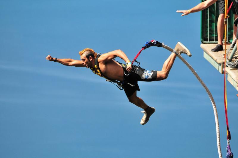 LG(B)T. B sta per bungee jumping?