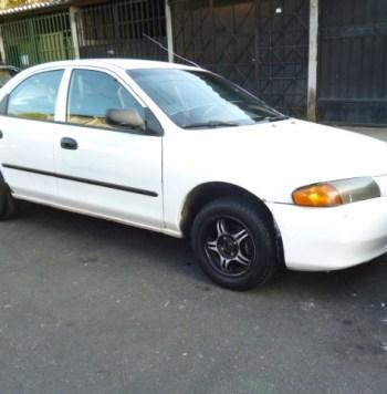 Vendo Mazda Protege 1997, Estandar, Motor 1.5, muy económico, rines especiales, cd player con USB, buenas llantas, $2700 Negociables, Inf. al correo ó al 79278982