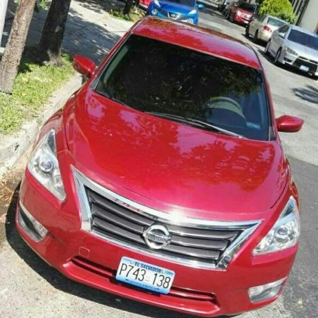Nissan Altima Año 2013 $8500 Neg.