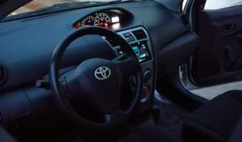 Toyota Yaris 2010 full