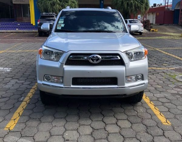 Toyota 4runner 2012 usado ubicado en Managua Se vende 4Runner Asiento de Cuero Automatica Stereo pioneer Camara de Retroceso.