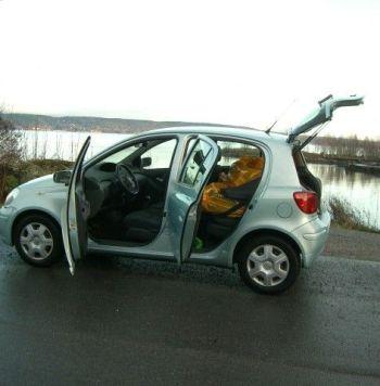 Toyota Yaris 2004 unica dueña año 2004 con 92.000 kms en perfecto estado. Los documentos esta al dia. Impuestos y servicios tambien al día. Tiene aire acondicionado, Retrovisores eléctricos, vidriera, Radio / CD. Lo vendo a este precio por mis razones personales, el auto funciona mecanicamente sin defecto.